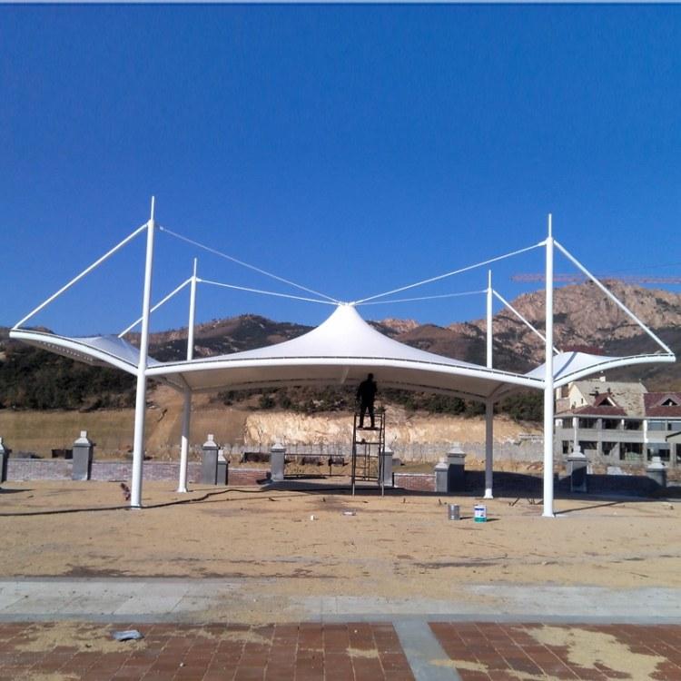 鑫京泰 厂家定做 钢膜结构停车棚 汽车公交车站雨棚 户外景观遮阳车棚