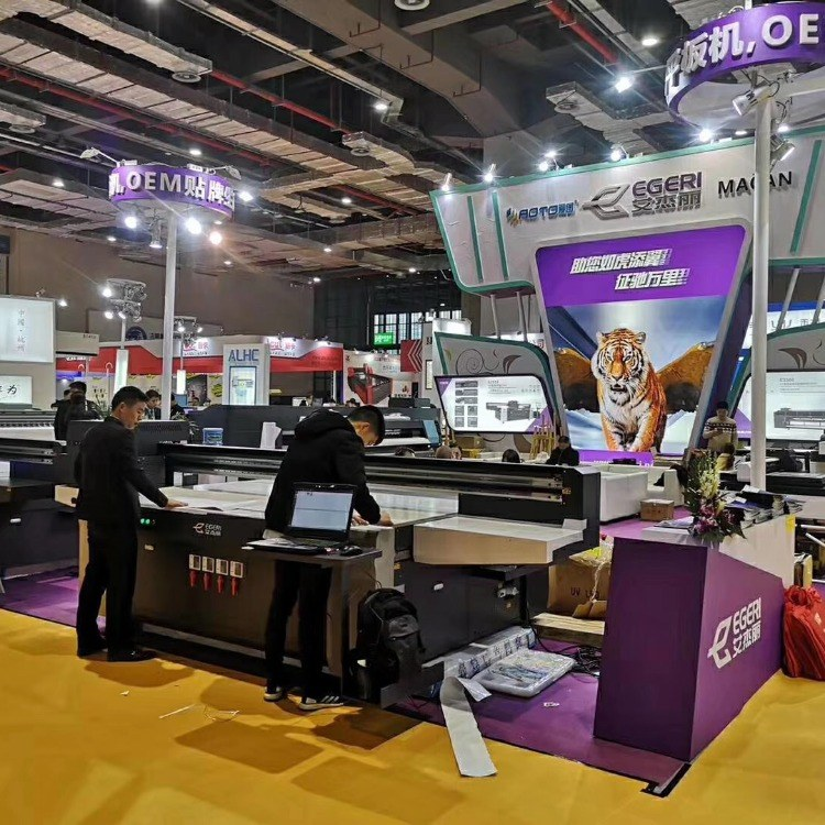 艾杰丽 胶辊卷材打印机 广州喷绘机 uv平板机厂家 uv卷材机