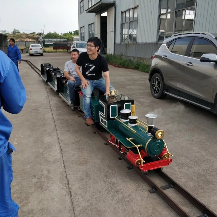商业广场的特色交通工具小火车 杰威尔制造