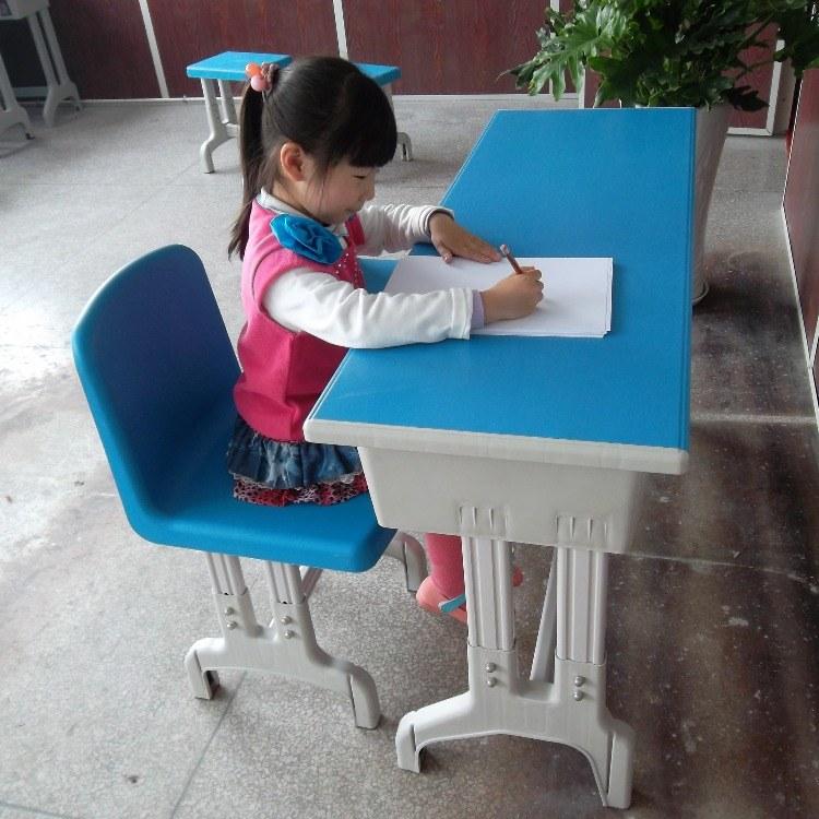 山东厂家直销定制单人、双人学生课桌椅、餐桌、环保