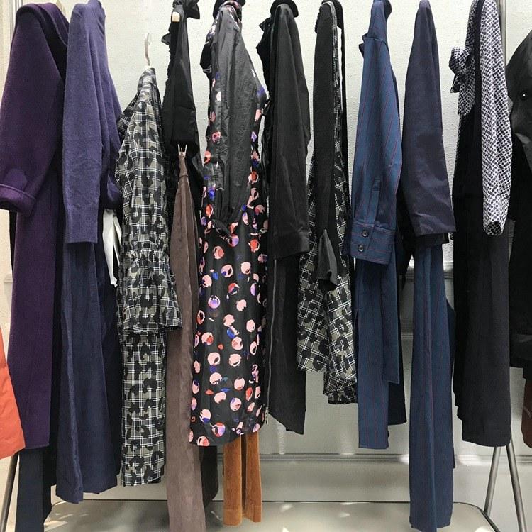 露蜜品牌折扣女装 品牌服装尾单货源 服装货源