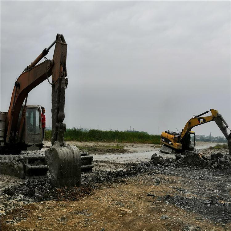 安徽淮南鸿磊水陆两用挖掘机基础深挖水上浮箱制作