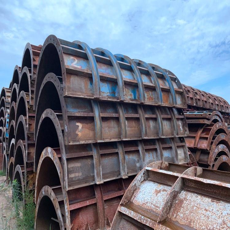 大型防撞护栏模板租赁厂家,红桥机械现货供应,钢模板平模租赁