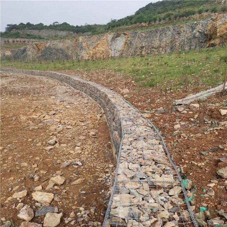 安平泰同石笼网厂家生产,热镀锌无锈熔接网,焊接石笼网箱,园艺石笼箱,鹅卵石景墙