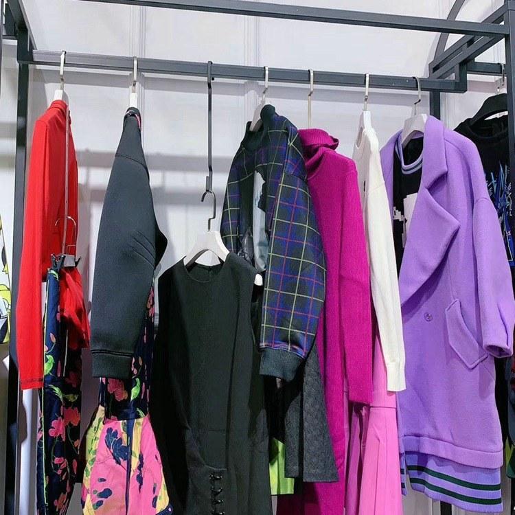 韩版女装 新款式品牌折扣尾货 浙江女装货源从哪里进货