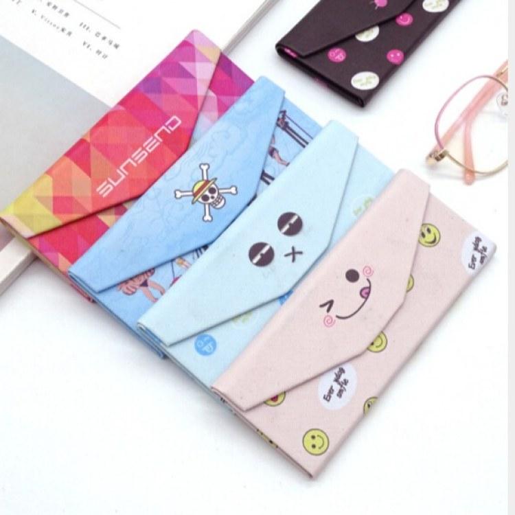 【方飞】时尚潮流动漫卡通眼镜盒 三角型折叠创意眼镜盒定制