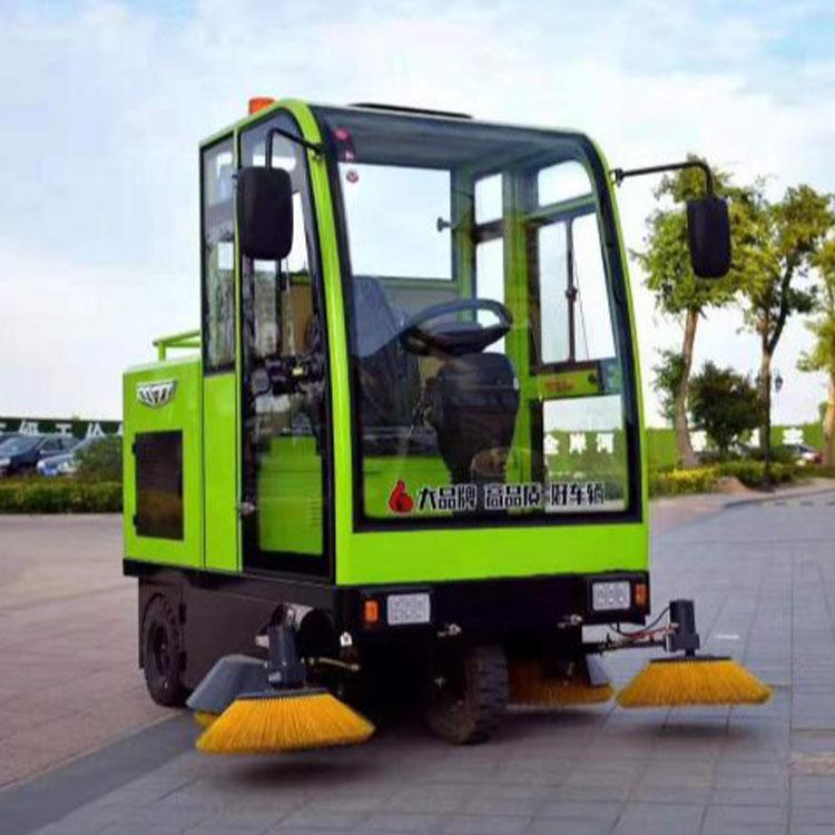 卓越驾驶式扫地车节省人力 高效环保驾驶式扫地车