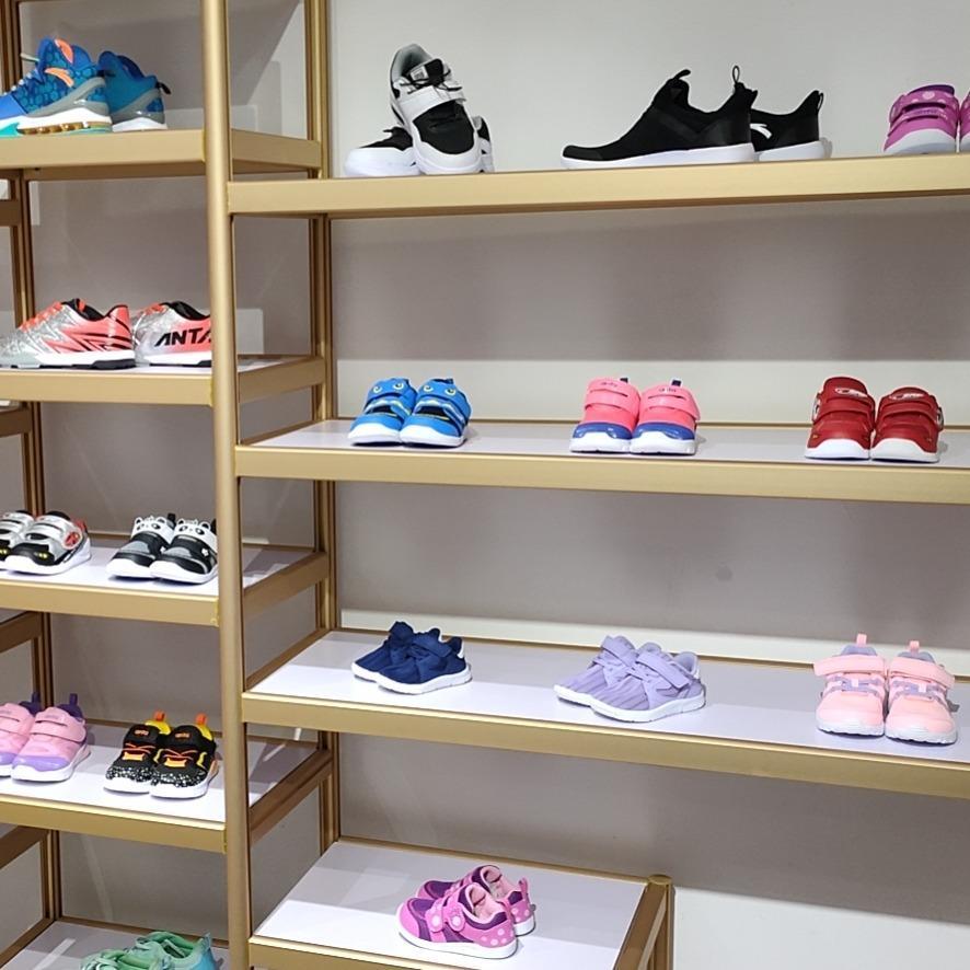 安踏品牌童装折扣尾货儿童鞋子批发厂家直销货源