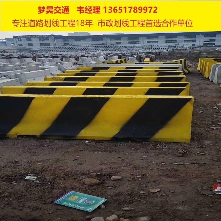 上海水泥防撞墩厂家 水泥隔离墩 梦昊水泥墩子
