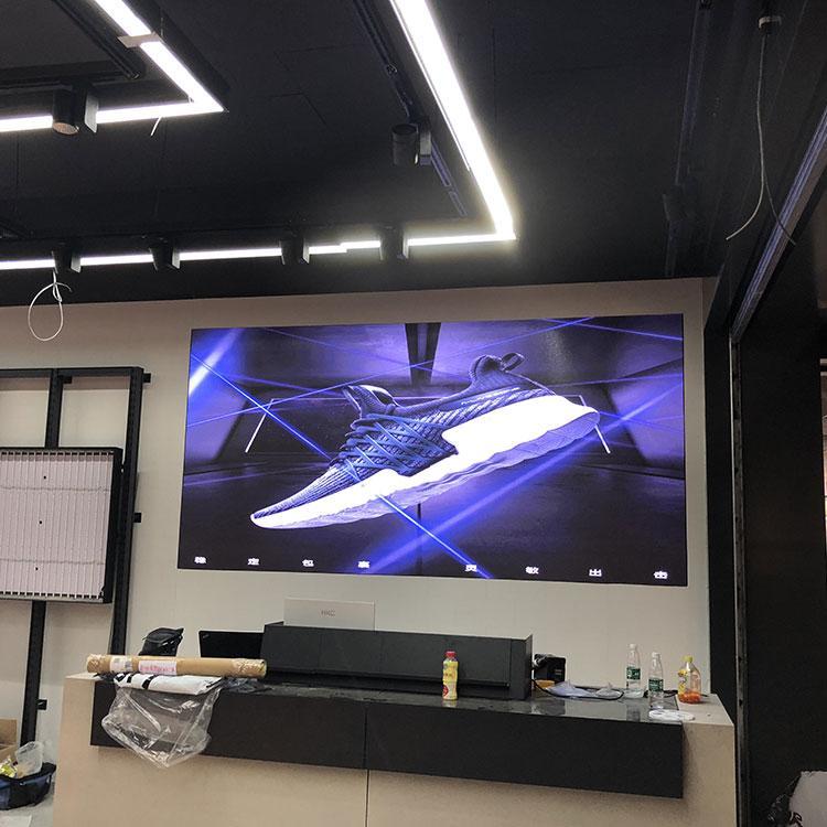 室外P2.5橱窗显示屏 室外P4 P2.5 橱窗显示屏生产厂家P2.5电子屏幕LED屏节能屏
