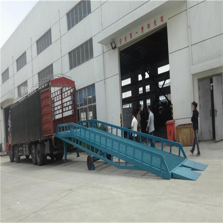 工厂发货装车台 叉车装车上车过桥 货柜车卸货平台 移动登车桥