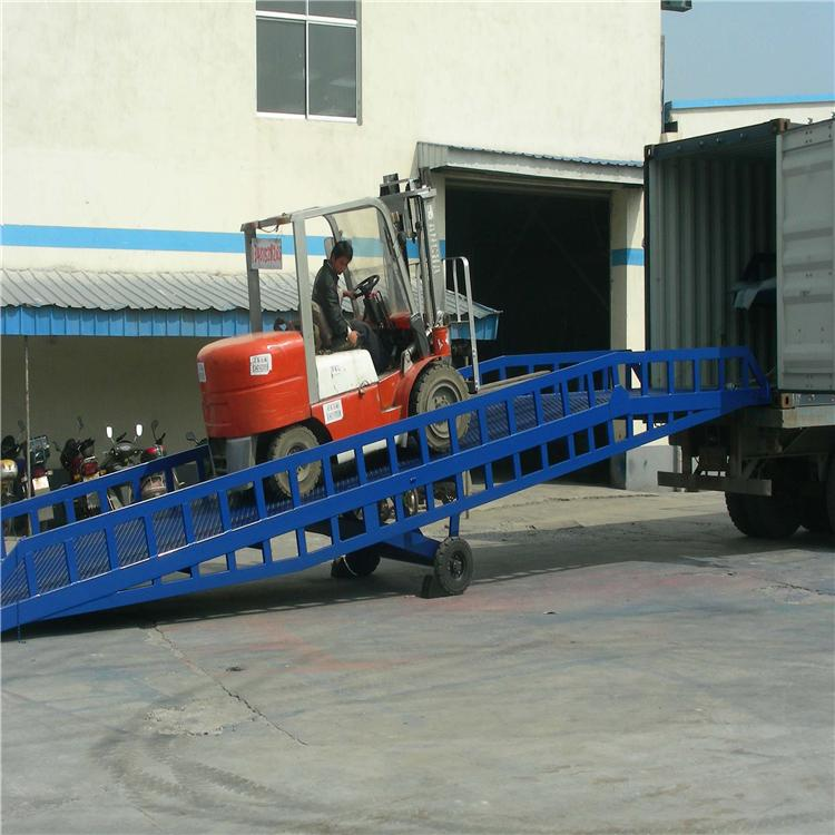 货车卸货斜坡平台 叉车装卸平台 移动式卸货坡道架子