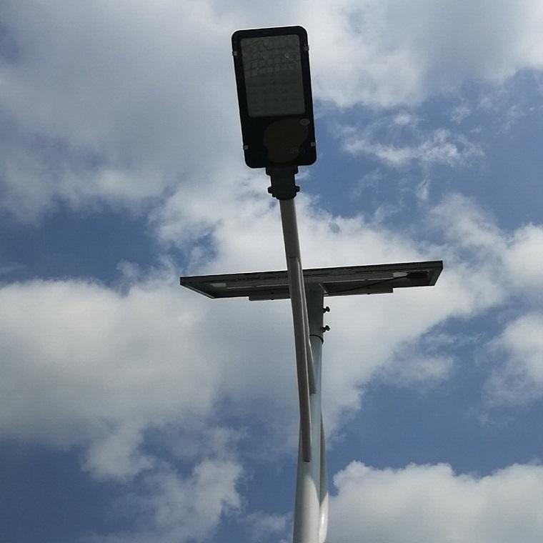旭天太阳能路灯10米太阳能路灯杆价格