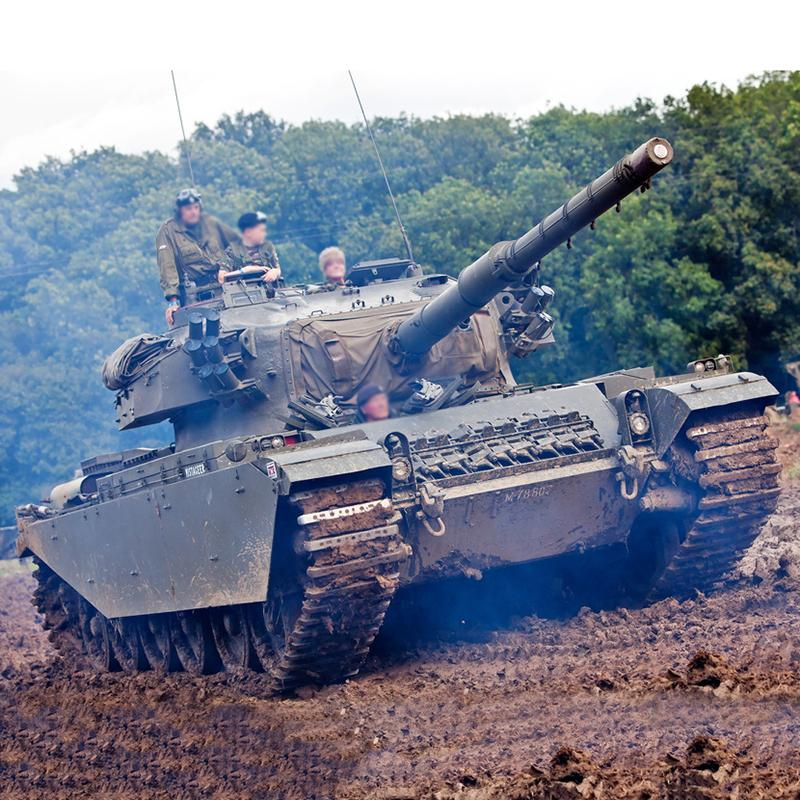 山东雪地仿真坦克国防教育展览大型军事模型大型娱乐设备模型车 亲子越野款坦克车
