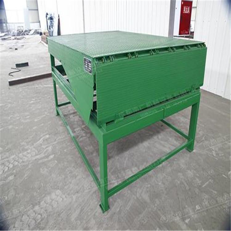专业生产各种规格的固定登车桥装卸货平台盖亚直销