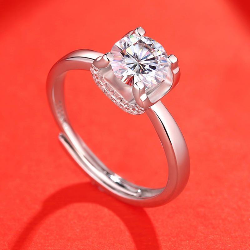 良曦珠宝1克拉925纯银镶嵌莫桑石活口牛头棱方戒指女时尚简约结婚求婚定制钻戒