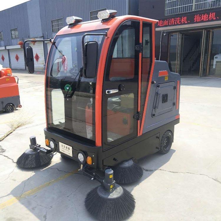电瓶式驾驶式扫地车 大功率洒水吸尘全自动扫地车