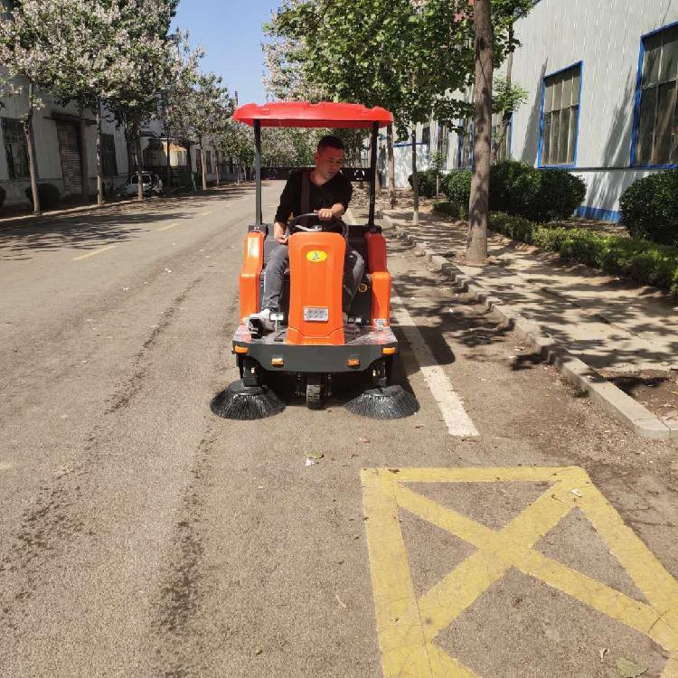 扫地机详情 宏骏洁G80社区驾驶式扫地机