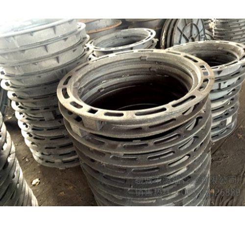 绿化带用轻型铸铁方形井盖批发 承载40吨铸铁方形井盖定做 鸿福