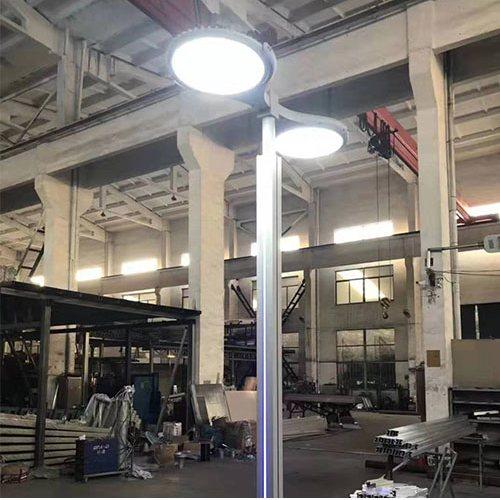 道路太阳能路灯推荐 高杆太阳能路灯生产 玉盛