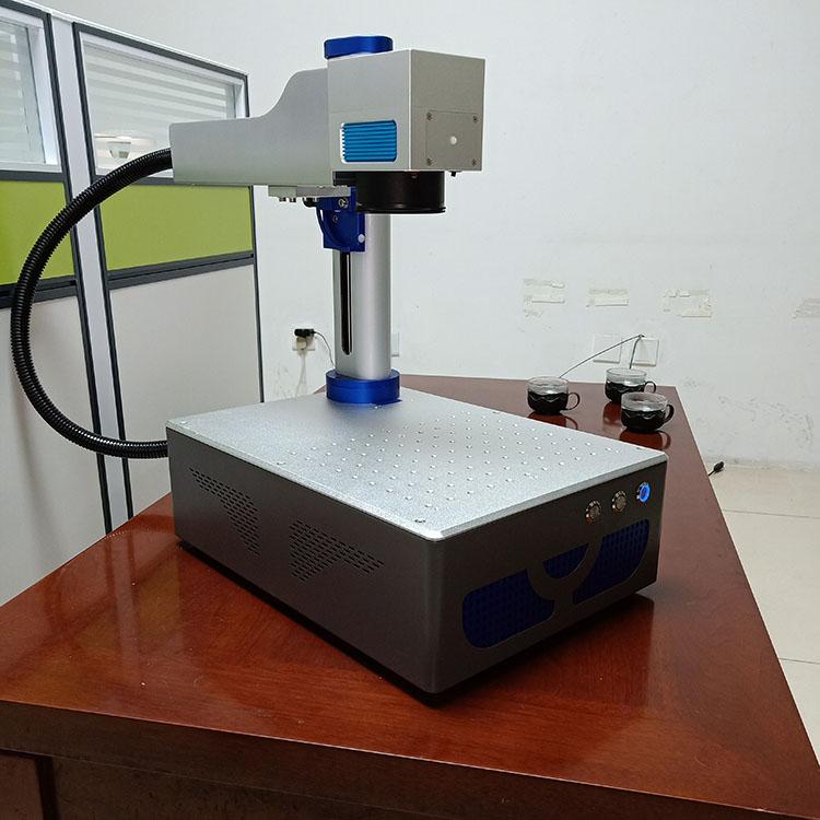 20W激光喷码机 手持式光纤激光喷码机现货 信诚