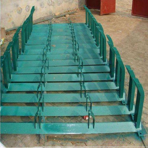 锥形托辊支架型号 槽型调心托辊支架供应商 天光工矿配件