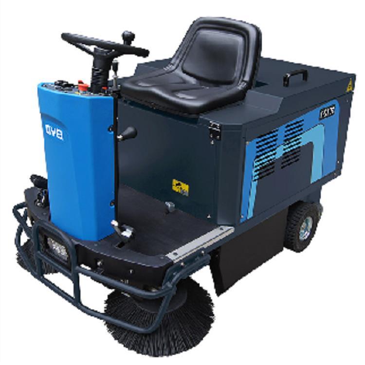 大足驾驶式扫地机