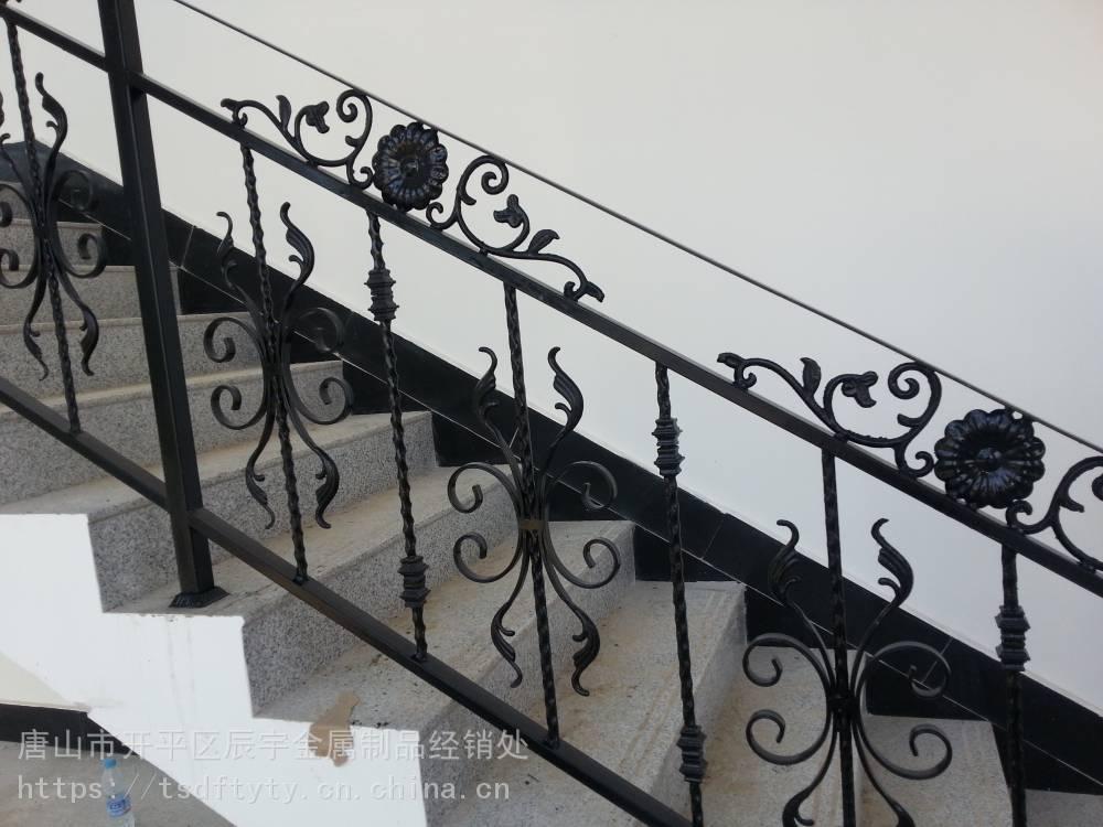 唐山楼梯扶手唐山快速门唐山大门护栏围墙唐山钢结构楼梯