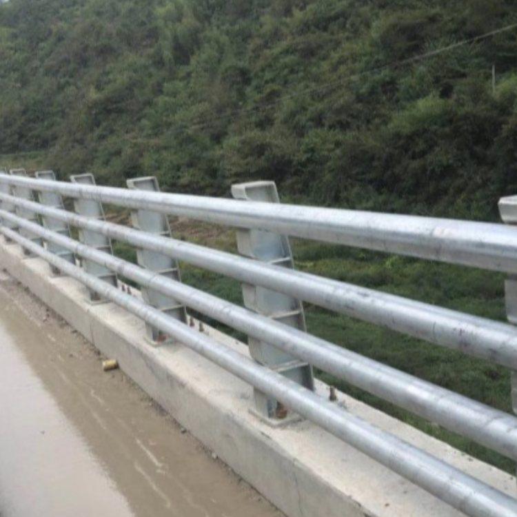 钢结构防撞栏杆品牌 神龙 不锈钢复合管防撞栏杆厂商