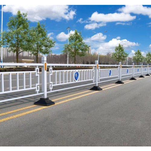 供应马路中央护栏安装 供应马路中央护栏多少钱一米 金朋