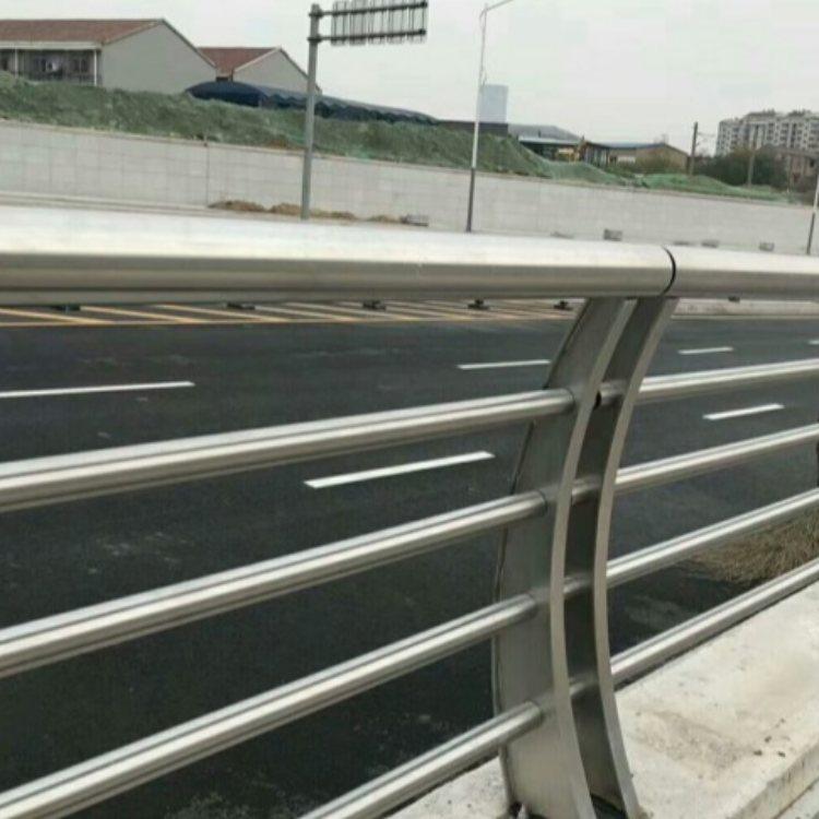 不锈钢桥梁钢护栏生产加工 桥梁钢护栏厂 飞龙