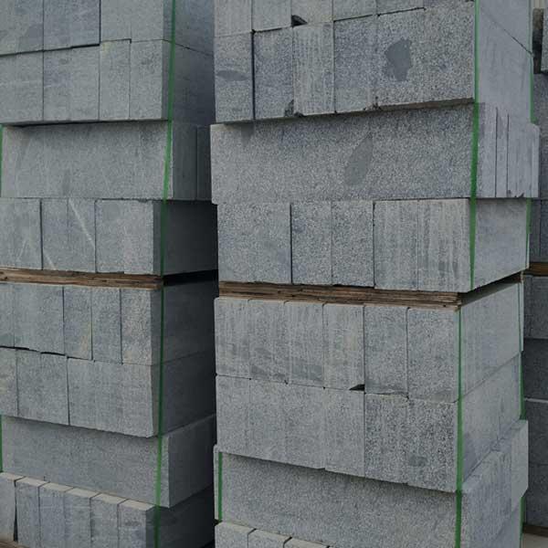 芝麻黑路侧石规格 华城 市政芝麻黑路侧石供应商