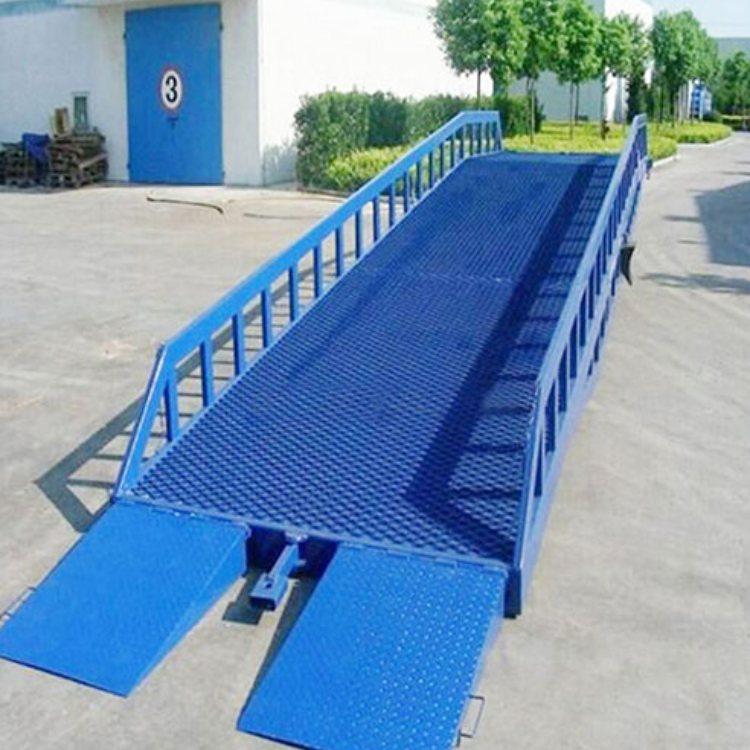 荣世机械是移动登车桥生产厂家   10吨移动登车桥