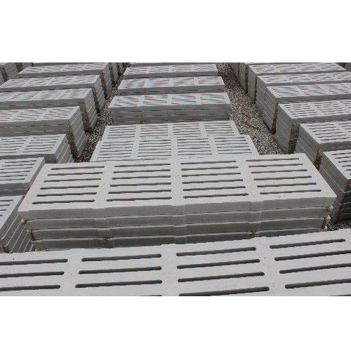 彩鹏 羊场水泥漏粪板报价 1.5米中孔水泥漏粪板生产设备