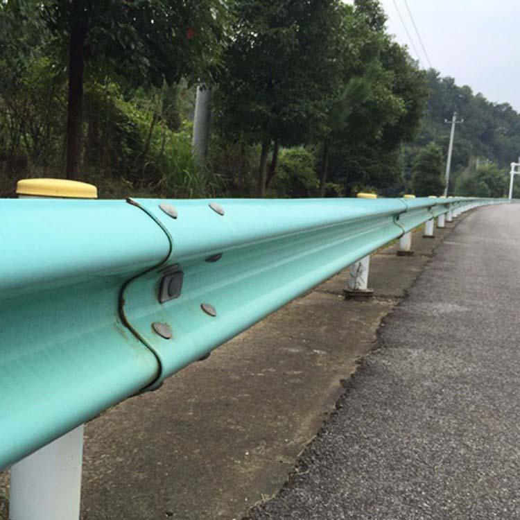 聊城高速护栏立柱定做 专业高速护栏立柱报价 彬豪