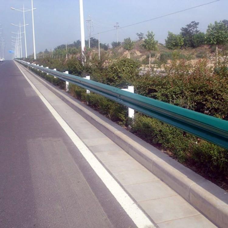 专业高速护栏立柱定做 高速护栏立柱供应商 彬豪