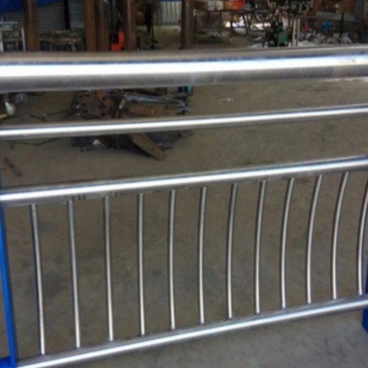公路不锈钢复合管护栏定做 人行道不锈钢复合管护栏生产 润达