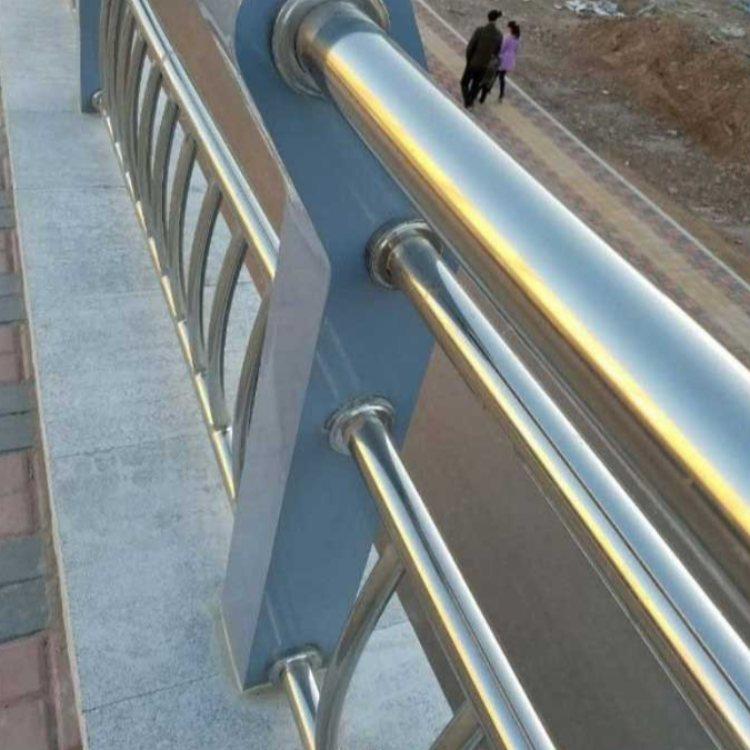 彩色不锈钢防护栏销售 公路不锈钢防护栏加工 润达