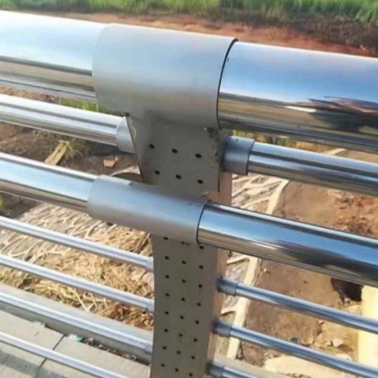 马路不锈钢防护栏销售 彩色不锈钢防护栏批发 诚涵