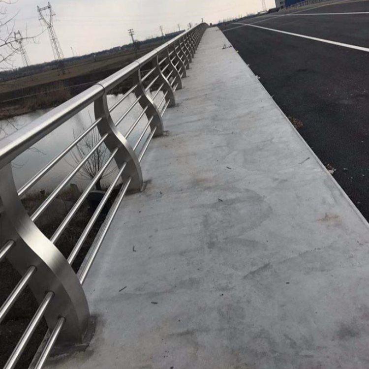合金钢桥梁防护栏订做 聚晟 镀锌桥梁防护栏采购