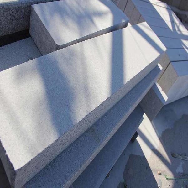 异型石材五莲花路侧石 五莲博艺石材 工程专用五莲花路侧石