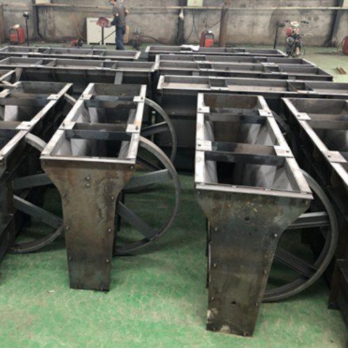 乐丰模具 道路隔离墩钢模具 中央隔离墩钢模具价格