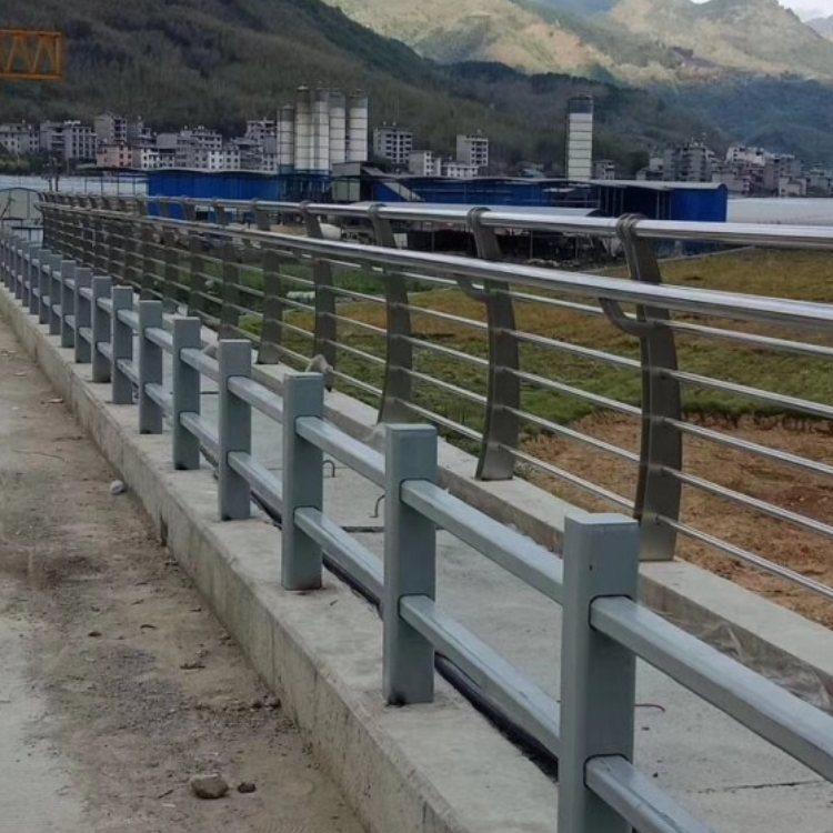 201不锈钢复合管护栏批发 神龙 304不锈钢复合管护栏厂商