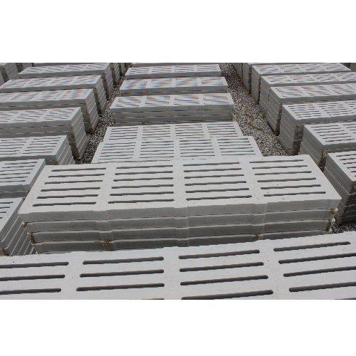 彩鹏 猪用水泥漏粪板订购 2.2米中孔水泥漏粪板设备