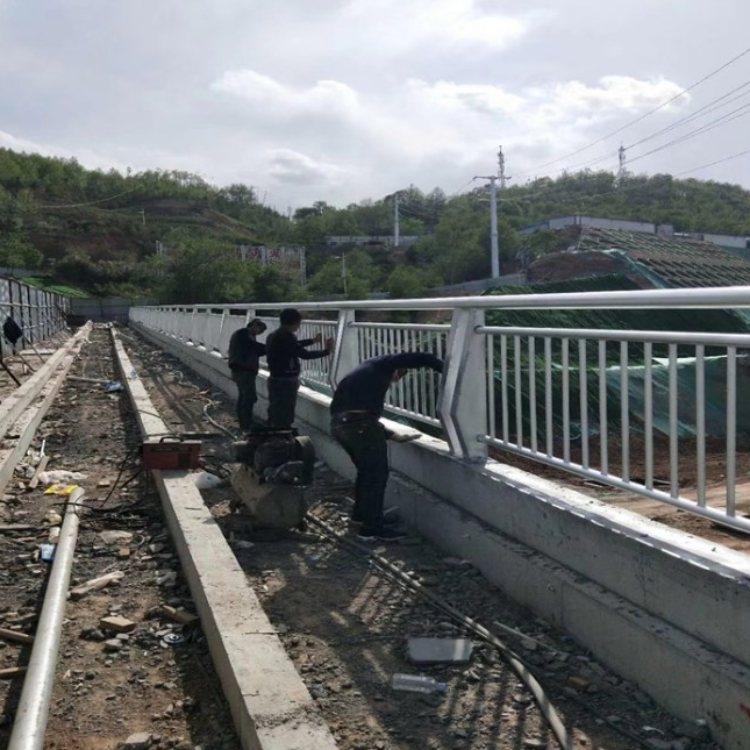 桥梁灯光护栏定制 专业桥梁灯光护栏销售 润达 桥梁灯光护栏加工