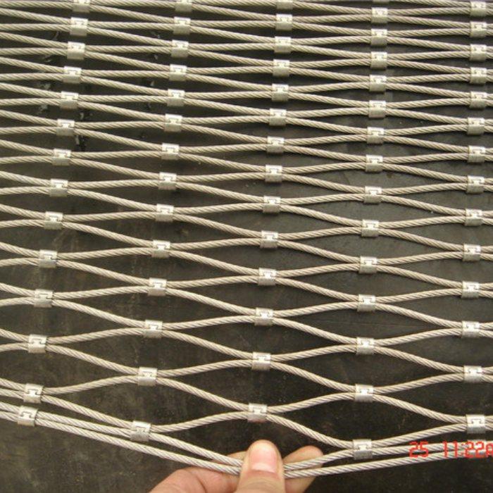 安平运通 ss304钢丝绳防护网厂 楼梯不锈钢钢丝绳网规格参数