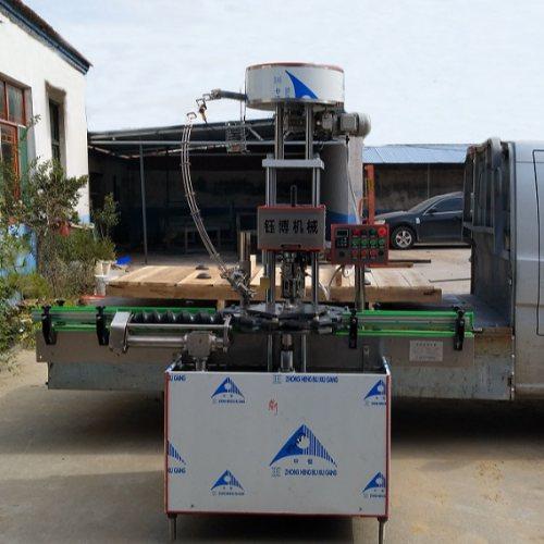 全自动杯装白酒压盖机生产公司 生产杯装白酒压盖机 钰博机械