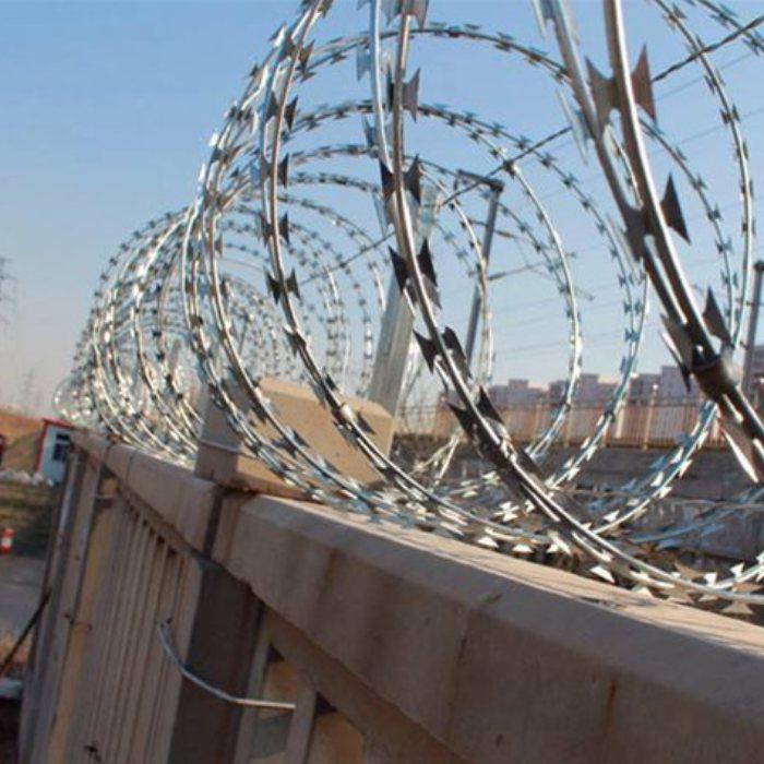 镀锌刀片刺绳安装固定方法 围墙刀片刺绳价格 安平运通