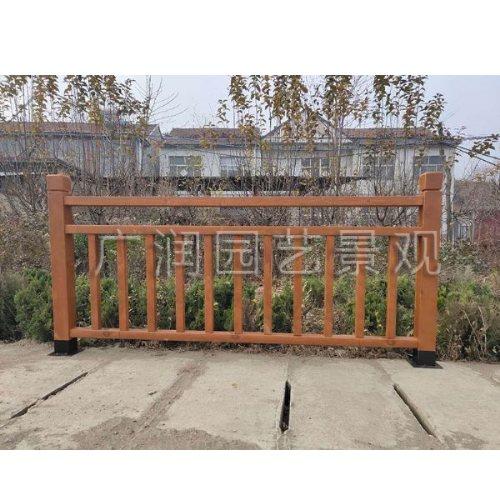 河道木头防护栏公司 定制河道木头防护栏 广润园艺