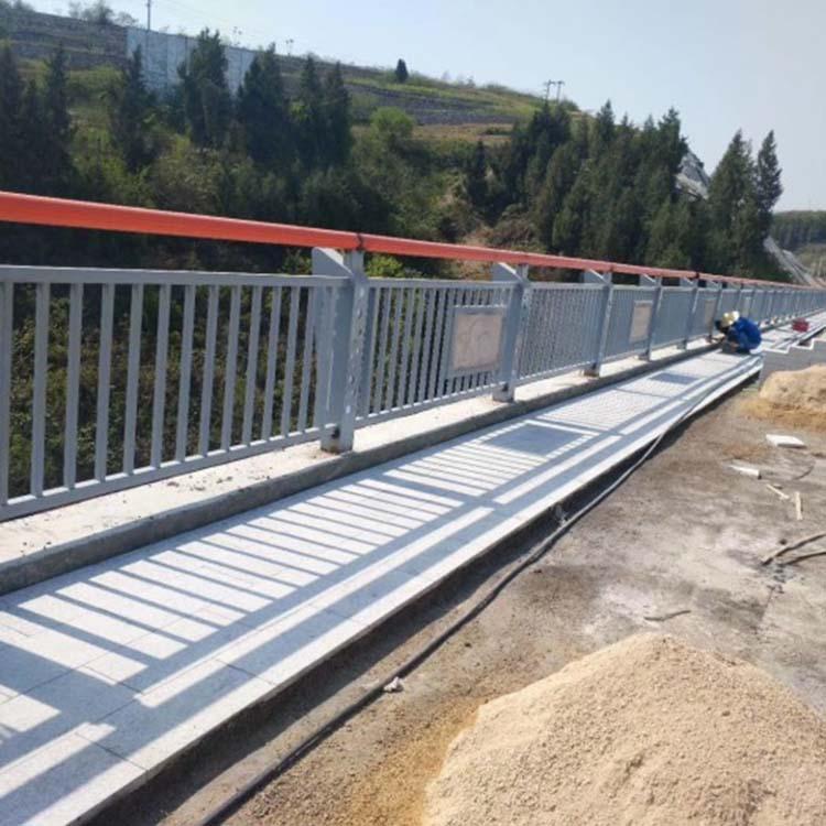 道路景观栏杆生产加工 飞龙 201不锈钢复合管景观栏杆厂商